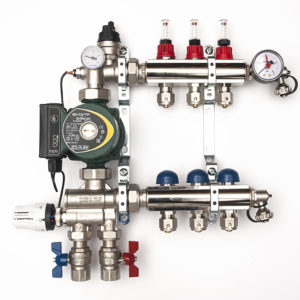 Manifold with pump