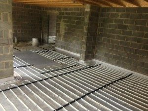 underfloor heating installation using screed