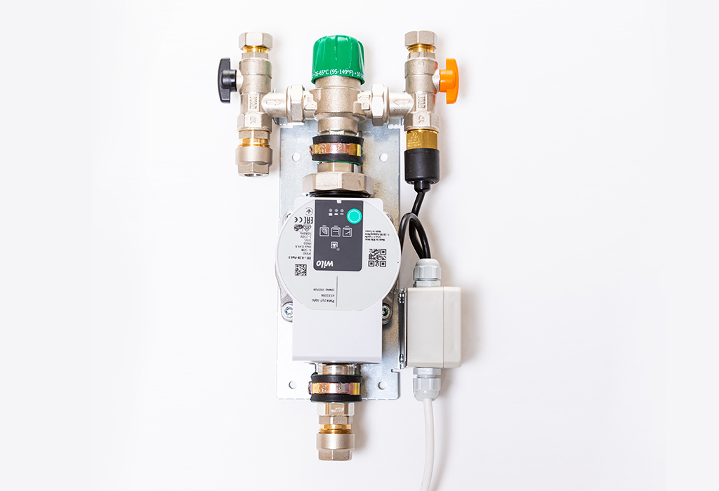 Underfloor heating single zone mixing valve